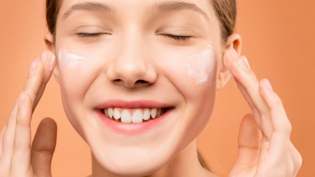 A Guide to Applying Your Skincare Routine (And Why the Order Matters) article image by Mayerling Skincare