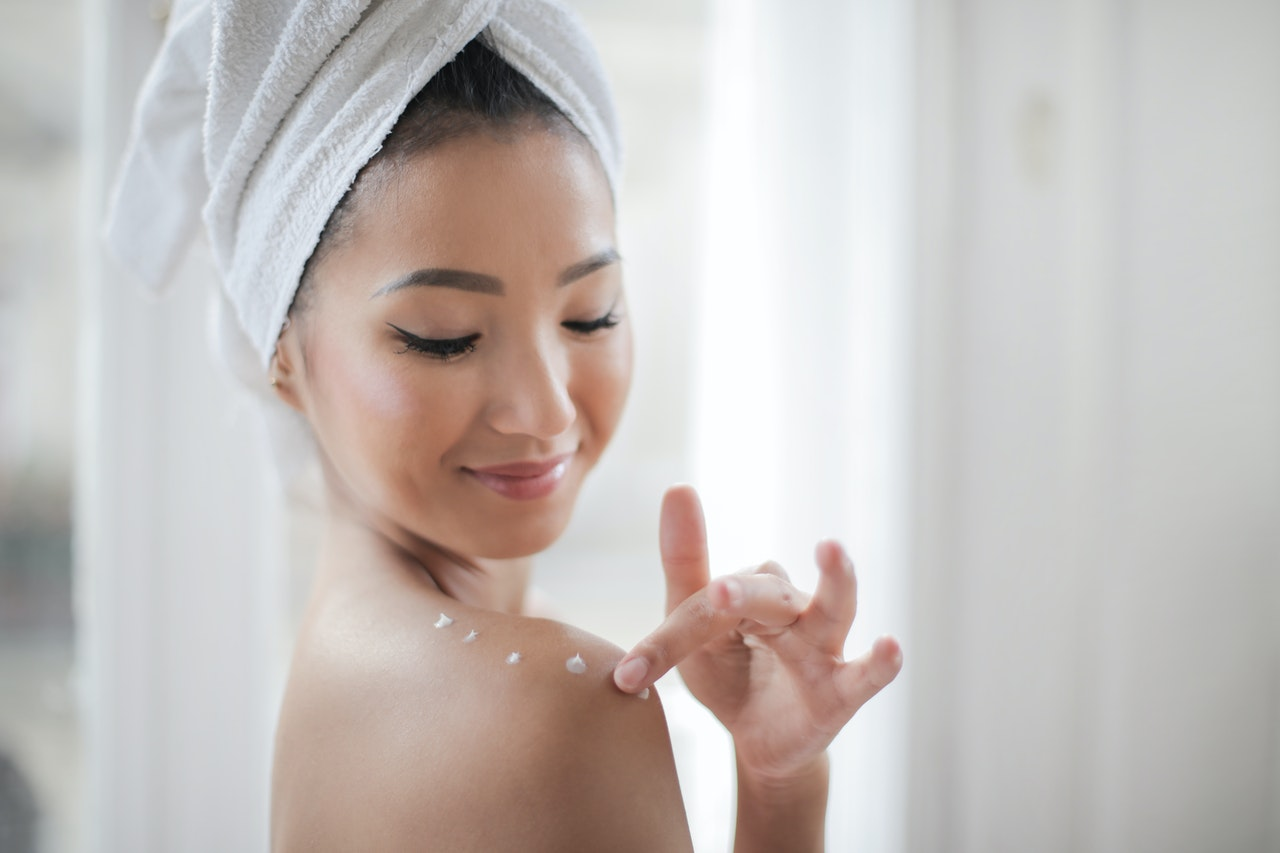 The 5 Best Times to Apply Body Lotion for Maximum Benefits article image by Mayerling Skincare